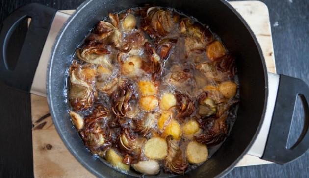 Carciofi e patate arrosto in pentola laboratorio cingoli for Quando raccogliere le patate