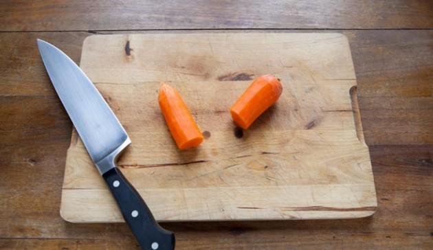 taglia-in-due-la-carota