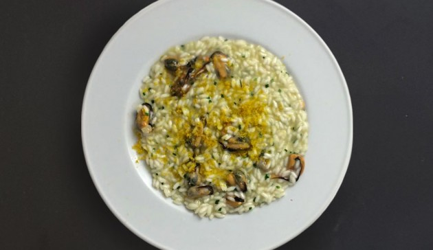 risotto cozze erba cipollina e bottarga