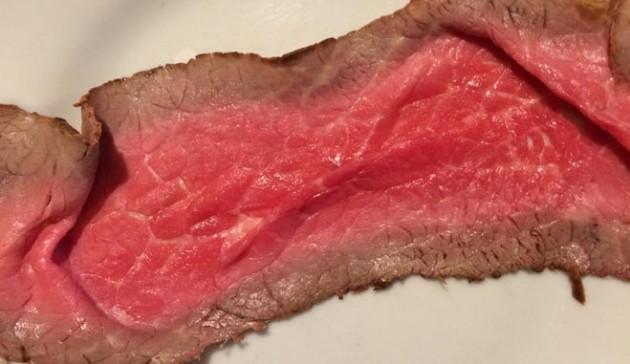 metti le fette di roast beef