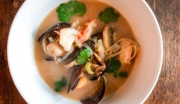 cucina thailandese - Tom yum kung - zuppa di gamberi tailandese